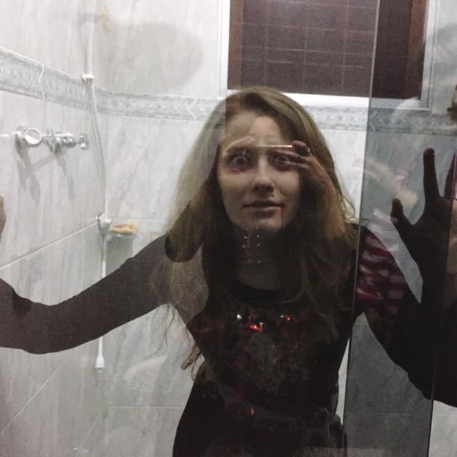 julia-rolim-a-loira-do-banheiro