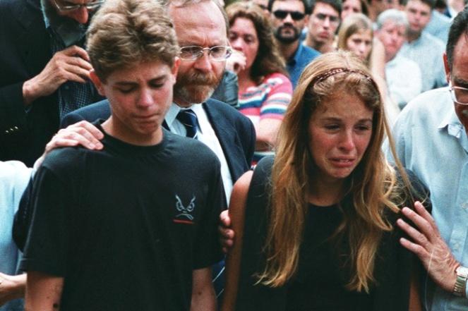 Suzane e irmao enterro dos pais assassinados